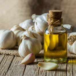 BOTTEGA GARLIC INFUSED EXTRA VIRGIN OIL