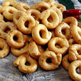 BOTTEGA TARALLI WITH ROASTED ONION 250GR