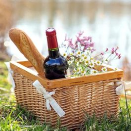 Weekly Special: Aperitivo Hamper + Red Wine (serves 4)